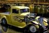黄色旧式运输车