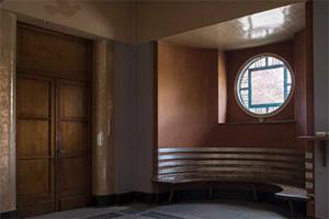 逃离废弃的图书馆